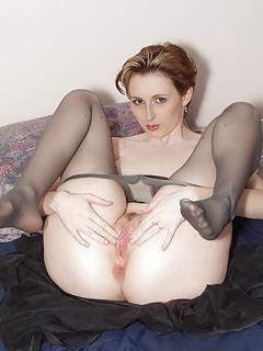 Free Spreading Porn Pics