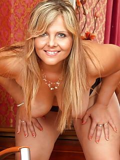 Free Blonde Porn Pics