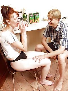 Free Mom vs Boy Porn Pics