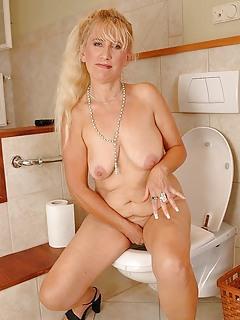 Free Toilet Porn Pics